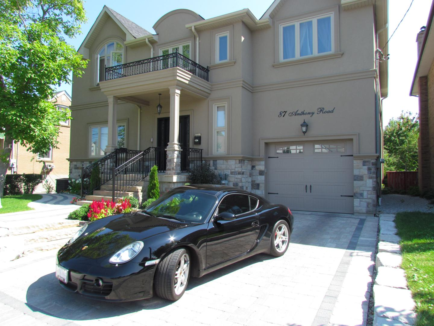 Luxury home builders in East York, Mississauga & Toronto